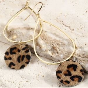 Faux fur leopard circle pendant earrings